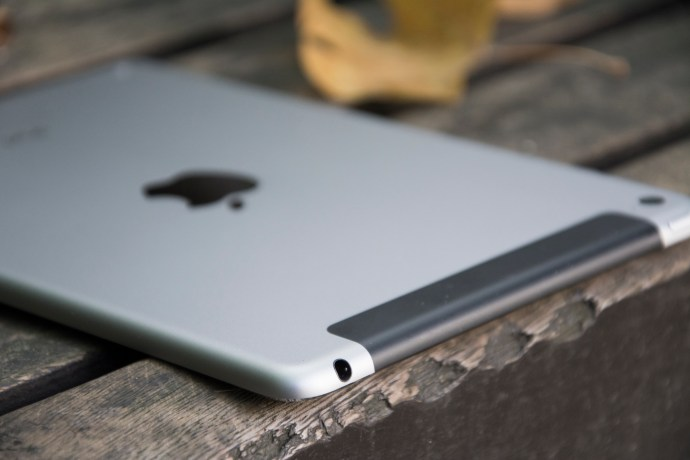 Apple iPad mini 4 review: Top edge