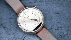 Motorola Moto 360 2 review: The small black bar at the bottom of the screen can be distracting