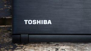 Toshiba Satellite C40-C review: Toshiba logo