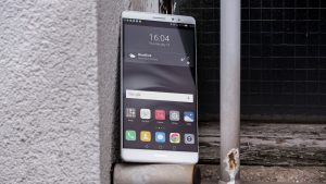 Huawei Mate 8 review: Front, at an angle