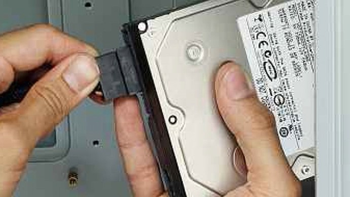plug-in-sata-power-into-hdd