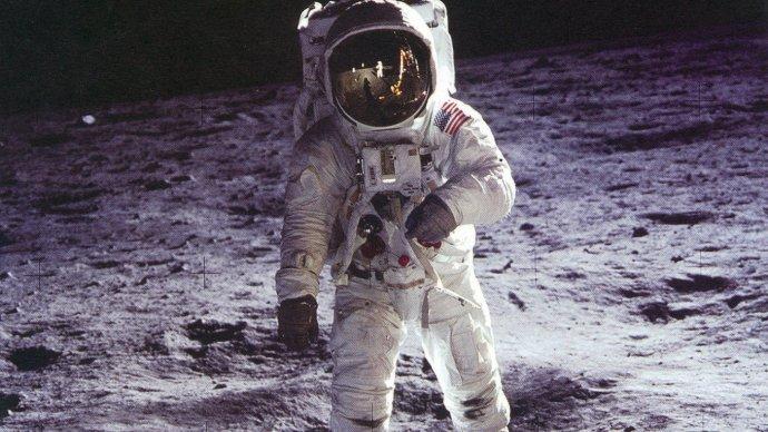 moon_landings_conspiracy_theories