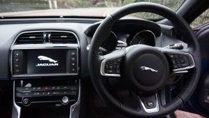 jaguar_xe_interior_3