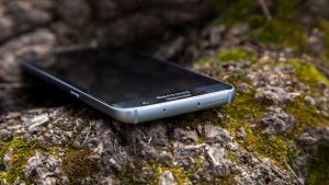 Samsung Galaxy S7 review: Top edge