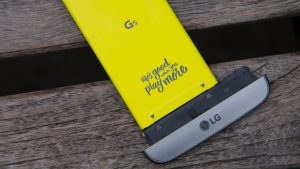 LG G5 battery attached to phone cap