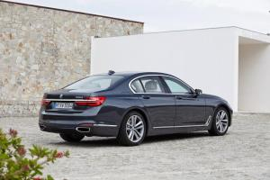bmw_7_series_review_2015_27