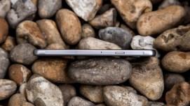 Samsung Galaxy A3 right edge