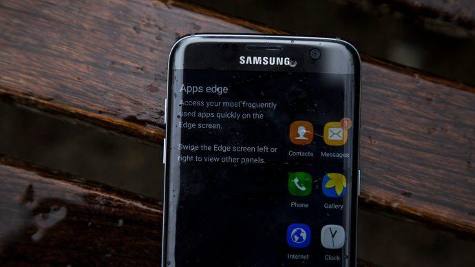 Samsung Galaxy S7 Edge - edge screen closeup