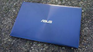 Asus ZenBook 3 in Royal Blue trim