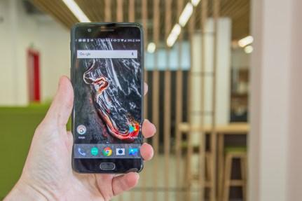 OnePlus 5 lead image