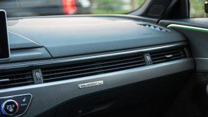 Audi RS4 Avant dashboard details