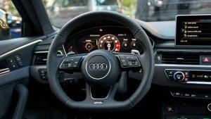Audi RS4 Avant steering wheel