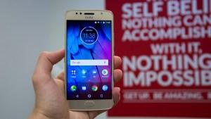 Motorola Moto G5S in hand