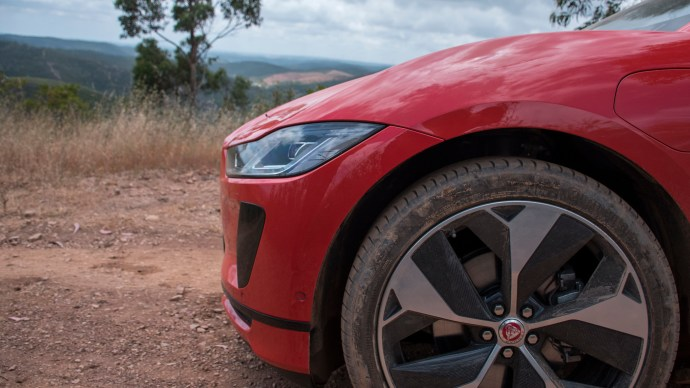 jaguar_i-pace_review_first_edition_nose_side_on_off_road