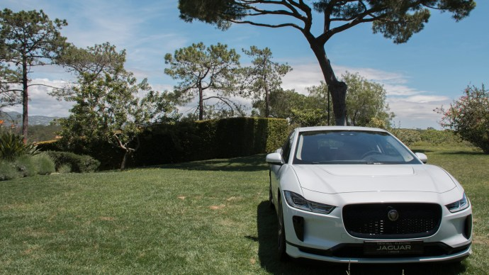 jaguar_i-pace_review_hse_lawn_front