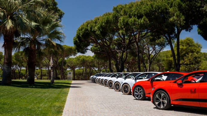 jaguar_i-pace_review_official_picture_holiday_lineup
