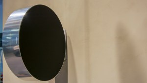 bo_beosound_edge_wall_mounted_front