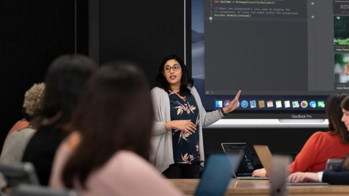 apple_entrepreneur_camp_women_coding