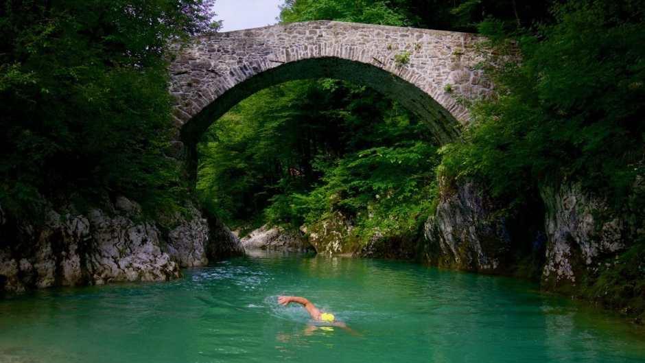 Ein Wildswimming-Spot wie aus dem Bilderbuch: die Napoleonbrücke an der Nadiza.