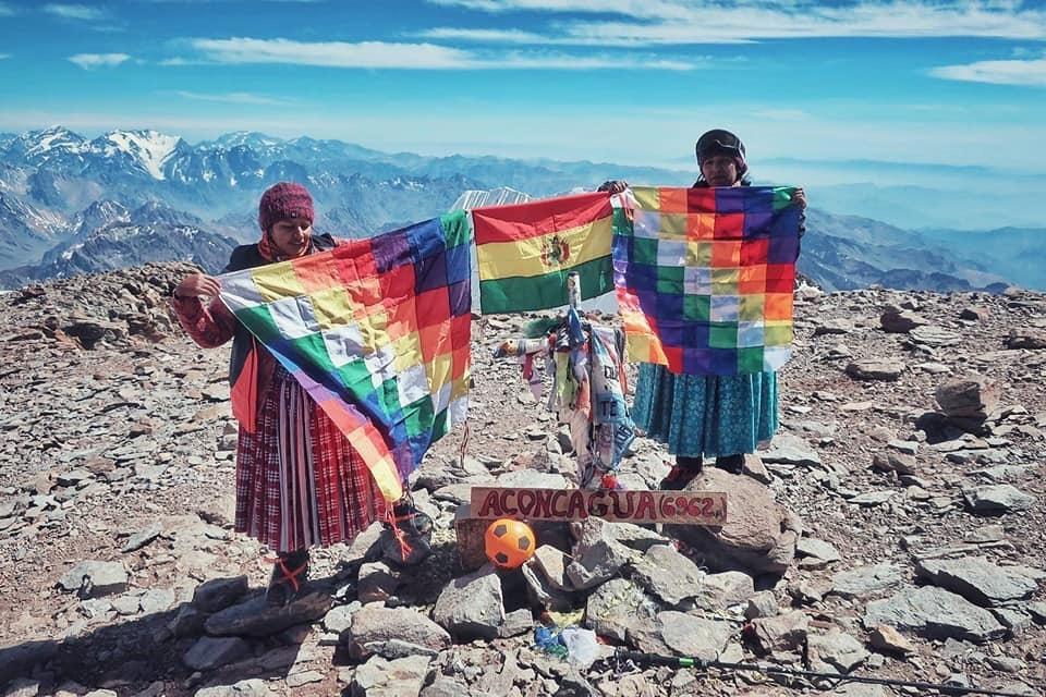 Elena Quispe and Ana Lia Gonzales at the summit. [Photo] Jaime Murciego