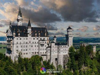 Schloss Neuschwanstein von der Marienbrücke aus fotografiert. So ein Foto wird bis Herbst 2022 nicht möglich sein. // Foto: Gerd Wolff