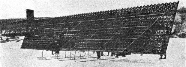 Alexander Graham Bell intentó construir un aparato volante en 1907 basado en ciertos modelos de cometas. El resultado fue asombroso pero poco práctico. (PD).