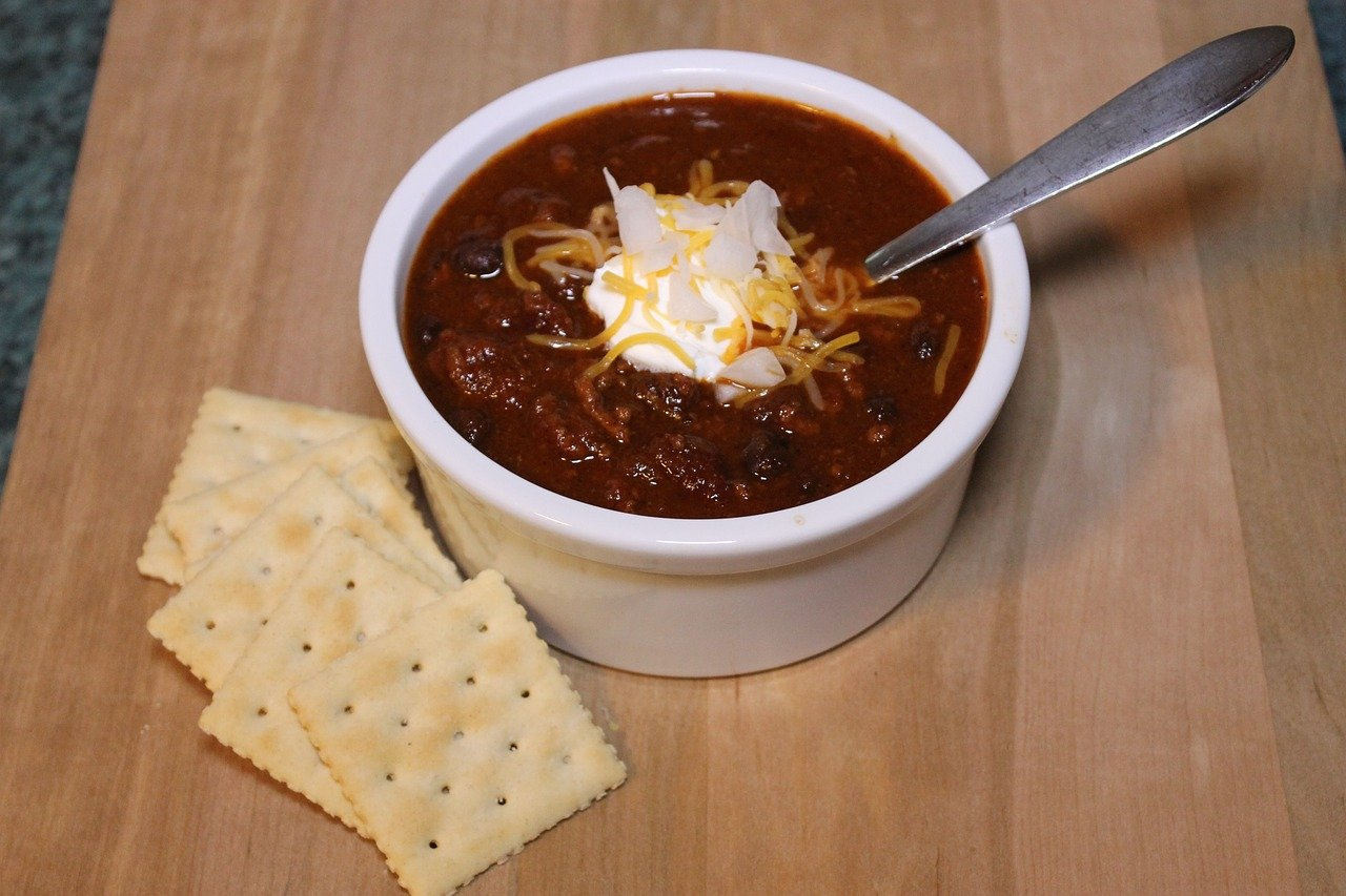 Chili with sour cream and cheese.