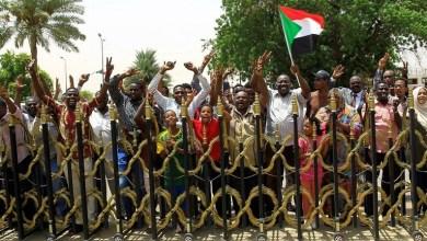 السودانيون يحتفلون