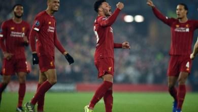 """لاعب ليفربول أليكس أوكسلايد-تشامبرلاين يحتفل بتسجيله هدفا في مرمى غنك البلجيكي على ملعب """"انفيلد رود"""""""