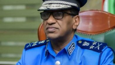 الفريق أول شرطة (حقوقي) الطريفي إدريس دفع الله وزير الداخلية