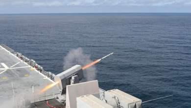 """مناورات وطائرات هجومية في الخليج.. البحرية الأميركية """"جاهزة"""" بعد تعليمات ترامب"""