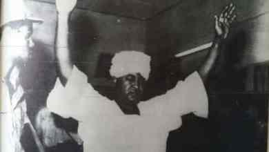 الشفيع أحمد الشيخ متوجهاً إلى منصة الإعدام