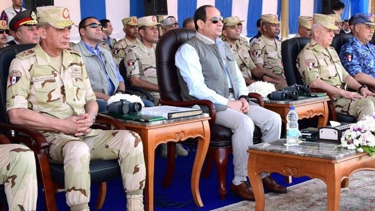 السيسي مع قادة الجيش المصري