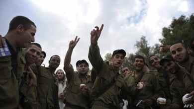أجواء فرح تعم جنود بالجيش الإسرائيلي عقب إعلان التهدئة