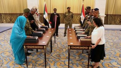 تقاسم المدنيون والعسكريون مجلس السيادة في السودان في أعقاب الإطاحة بالبشير EPA