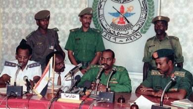 البشير ومجموعة من العسكريين والمدنيين نفذوا انقلاب 89