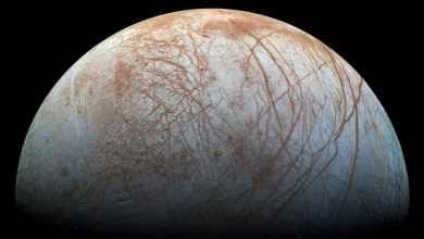 صورة لقمر كوكب المشتري التقطتها المركبة الفضائية غاليليو التابعة لناسا في أواخر التسعينيات © رويترز