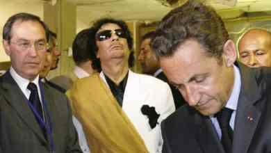 القذافي وساركوزي Reuters