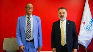 مدير وكالة سونا الأستاذ محمد عبدالحميد إلى جانبه السفير التركي لدى السودان عرفان نذير أوغلو