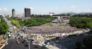 Over 200,000 people gathered at the Peace Gate of the Olympic Park on September 19