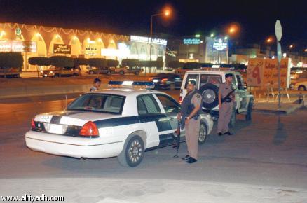 جريدة الرياض القبض على ثلاثة أشخاص مشتبه بهم في حي السويدي