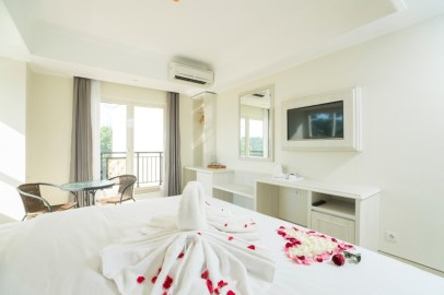 Deluxe room Balcony honeymoon set up (2)