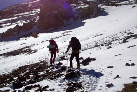 تفسير حلم رؤية صعود الجبل أو التسلق بمشقة وصعوبة في المنام
