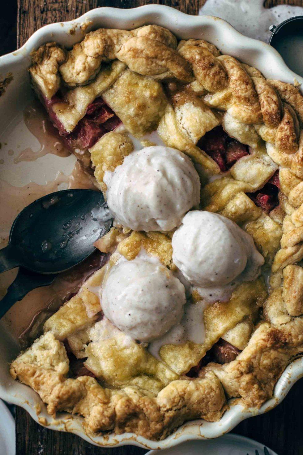 Easy Rhubarb Pie Recipe from scratch