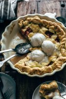 Easy Rhubarb Pie Recipe from scratch