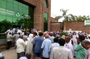 شركات سودانية كبرى توقف إنتاجها بعد تراجع الجنيه