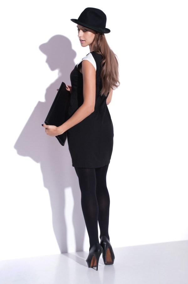 Sukienka optycznie wyszczuplajaca mini Carve Curves modelka back