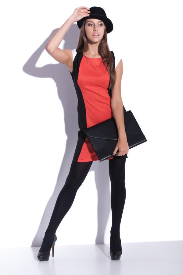 Sukienka optycznie wyszczuplajaca mini Carve Curves modelka front