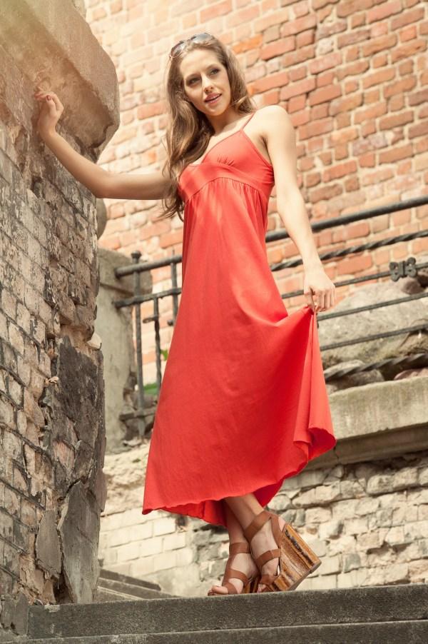 Sukienka letnia maxi na ramiaczkach pomaranczowa model front