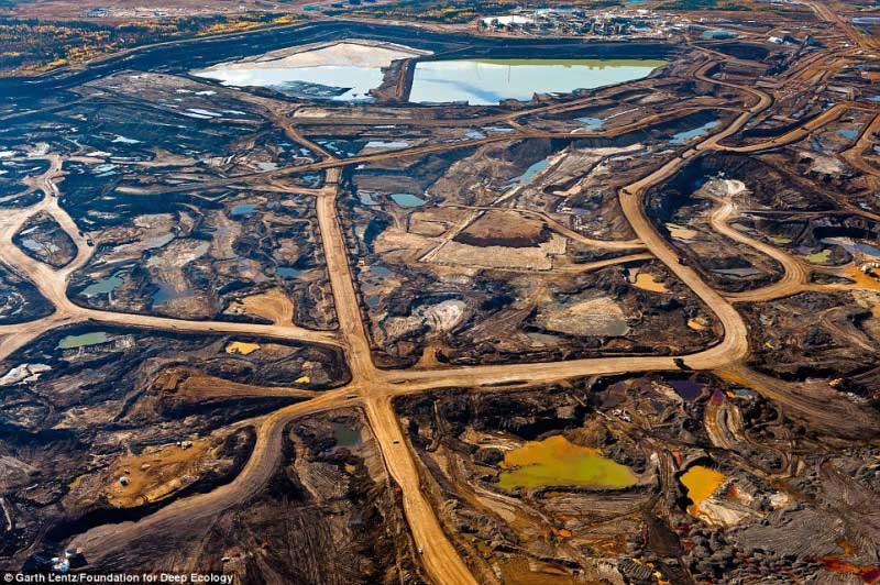 Extracção de areia na província de Alberta, Canadá